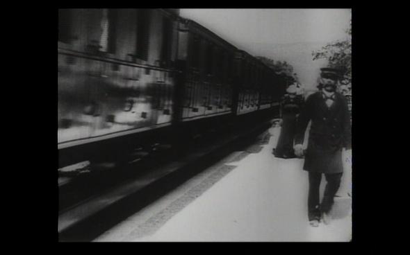 Arrival of a Train at La Ciotat Lumiere - 7